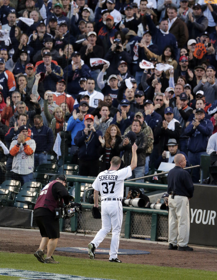 Photo -   Detroit Tigers' Max Scherzer waves to the crowd after being taken out the game in the sixth inning during Game 4 of the American League championship series against the New York Yankees Thursday, Oct. 18, 2012, in Detroit. (AP Photo/Charlie Riedel)