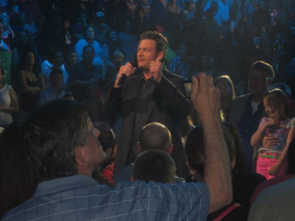 Singer Blake Shelton takes to the stage. (Photo by Helen Ford Wallace).