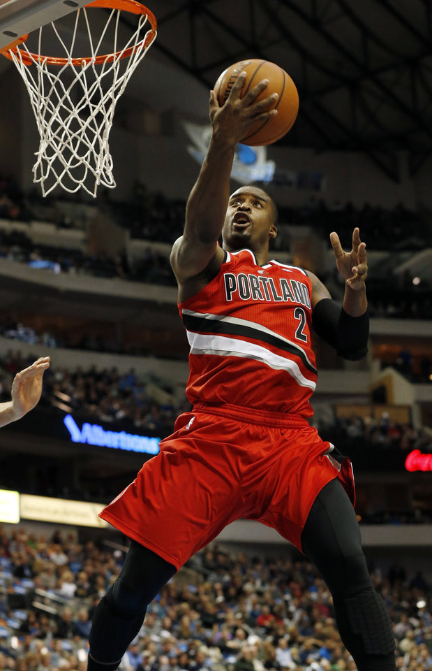 Photo - Portland Trail Blazers guard Wesley Matthews (2) drives to the basket during the first half of an NBA basketball game against the Dallas Mavericks, Friday, March 7, 2014, in Dallas. (AP Photo/John F. Rhodes)