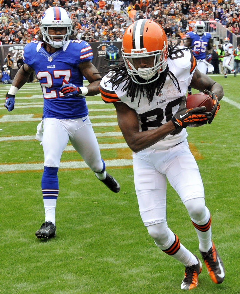 Photo -   Cleveland Browns wide receiver Travis Benjamin (80) catches a touchdown pass in front of Buffalo Bills defensive back Stephon Gilmore (27) in the third quarter of an NFL football game, Sunday, Sept. 23, 2012, in Cleveland. (AP Photo/David Richard)