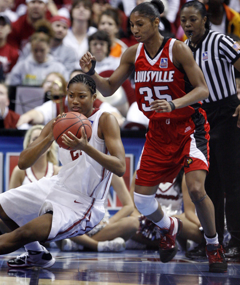 Photo - Amanda Thompson tries to save a pass in front of Angel McCoughtry in the first half as the University of Oklahoma plays Louisville at the 2009 NCAA women's basketball tournament Final Four in the Scottrade Center in Saint Louis, Missouri on Sunday, April 5, 2009. 