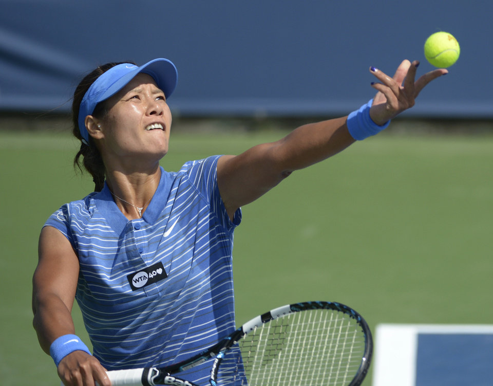 Photo - Li Na, from China, serves during a match against Angelique Kerber, from Germany, at the Western & Southern Open tennis tournament, Thursday August 15, 2013, in Mason, Ohio. (AP Photo/Michael E. Keating)