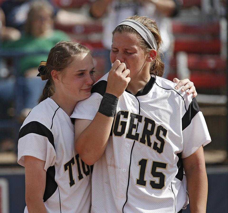 Photo - Broken Arrow's Olivia Shideler (4) and Theresa Collins (15) react after the loss to Tulsa Union in the Class 6A Oklahoma State High School Slow Pitch Softball Championship at ASA Hall of Fame Stadium in Oklahoma City, Wednesday, May 1, 2013. Photo by Chris Landsberger, The Oklahoman