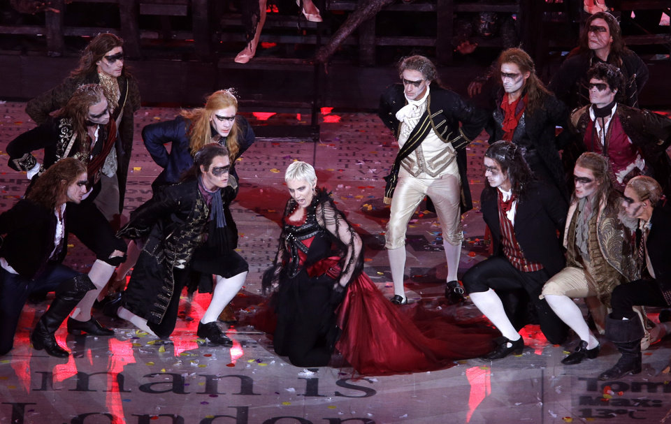 Photo -   British singer Annie Lennox performs during the Closing Ceremony at the 2012 Summer Olympics, Sunday, Aug. 12, 2012, in London. (AP Photo/Hassan Ammar)