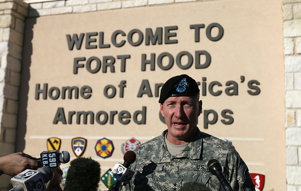 Photo - RAMPAGE / SHOOTING / FORT HOOD / DEATH / SOLDIERS KILLED:  Army Lt. Gen. Robert Cone gives a news conference after a shooting in Fort Hood, Texas on Thursday, Nov. 5, 2009. (AP Photo/Austin American-Statesman, Rodolfo Gonzalez) ** MAGS OUT; NO SALES; TV OUT ** ORG XMIT: TXAUS103