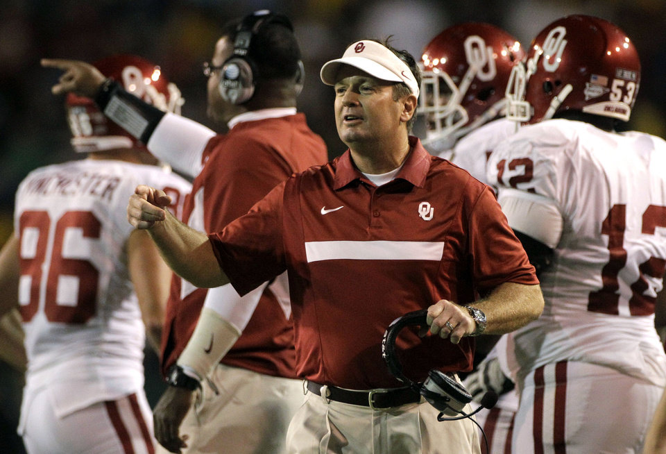 Oklahoma head coach Bob Stoops instructs his team from the sideline in the first half of an NCAA college football game against Baylor, Saturday, Nov. 19, 2011, in Waco, Texas. (AP Photo/Tony Gutierrez)