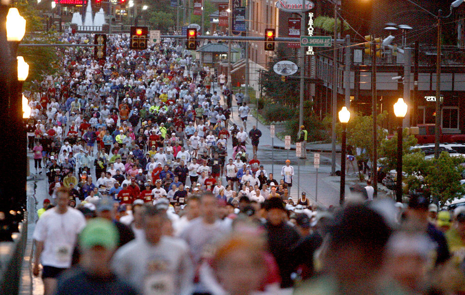 Photo - Marathon runners run up the Walnut Street bridge during the 8th annual Oklahoma City Memorial Marathon on Sunday, April 27, 2008, in Oklahoma City, Okla.