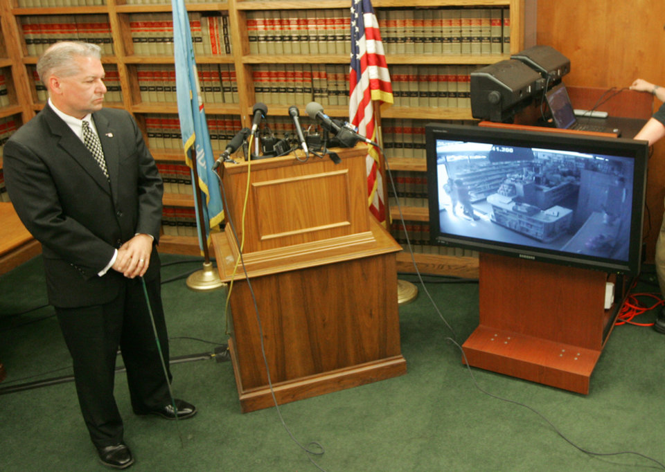 Photo - Oklahoma County District Attorney David Prater describes surveillance video of the attempted robbery of the Reliable Pharmacy at 5900 S Penn. during a press conference in Oklahoma City, Oklahoma May 27, 2009. Pharmacist Jerome Ersland was charged with first-degree murder in the May 19 shooting death of a would-be robber.  Photo by Steve Gooch, The Oklahoman