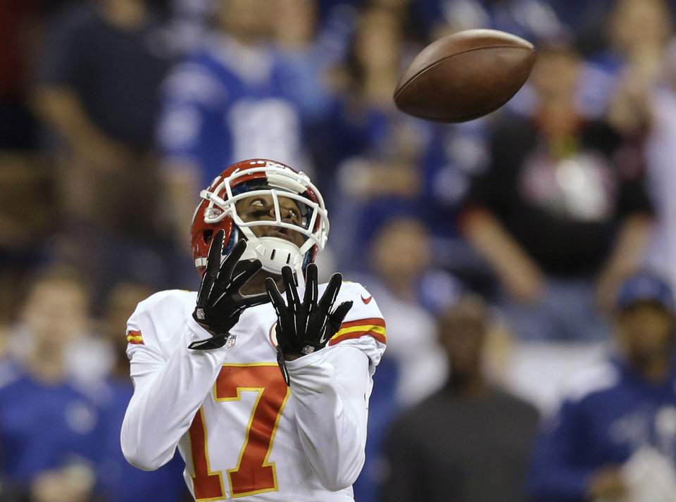 Photo - Kansas City Chiefs wide receiver Donnie Avery (17) makes a reception for a touchdown against the Indianapolis Colts during the first half of an NFL wild-card playoff football game Saturday, Jan. 4, 2014, in Indianapolis. (AP Photo/Michael Conroy)
