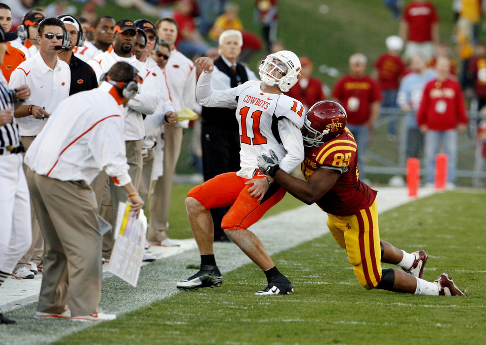 Iowa State\'s Bailey Johnson (85) is called for a horse collar tackle of Zac Robinson (1) in the second half during the college football game as the Oklahoma State University (OSU) Cowboys play the Iowa State University (ISU) Cyclones at Jack Trice Stadium on Saturday, November 7, 2009, in Ames, Iowa. Photo by Steve Sisney, The Oklahoman ORG XMIT: KOD