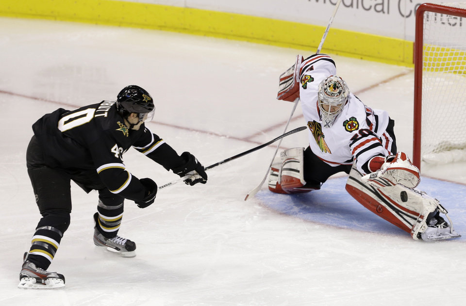 Photo - Dallas Stars' Ryan Garbutt (40) has his penalty shot blocked by Chicago Blackhawks goalie Corey Crawford (50) in the second period of an NHL hockey game on Thursday, Jan. 24, 2013, in Dallas. (AP Photo/Tony Gutierrez)