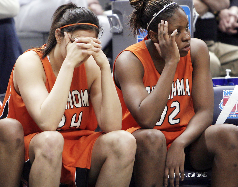 Photo - As a sophomore, Shaunte Smith saw more of the bench than the court.  Photo by CHRIS LANDSBERGER, the oklahoman archive