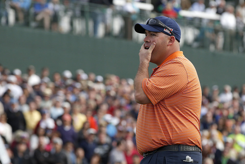 Photo - Kevin Stadler watches Bubba Watson miss a putt on the 18th hole, making Stadler the winner during the final round of the Phoenix Open golf tournament on Sunday, Feb. 2, 2014, in Scottsdale, Ariz. (AP Photo/Ross D. Franklin)