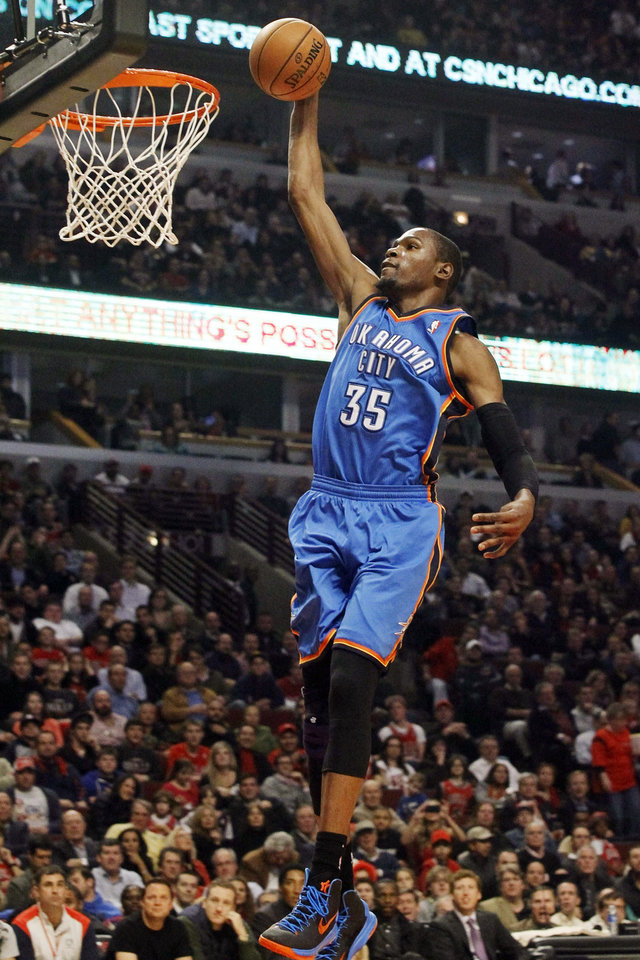 Photo - Oklahoma City Thunder small forward Kevin Durant scores on a breakaway during the first half of an NBA basketball game against the Chicago Bulls, Thursday, Nov. 8, 2012, in Chicago. (AP Photo/Charlie Arbogast) ORG XMIT: CXA102