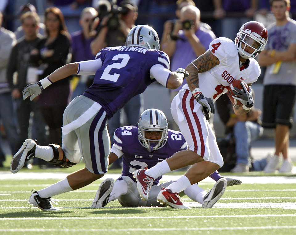 Oklahoma Sooners\' Kenny Stills (4) runs past Kansas State Wildcats\' Nigel Malone (24) and Tysyn Hartman (2) during the college football game between the University of Oklahoma Sooners (OU) and the Kansas State University Wildcats (KSU) at Bill Snyder Family Stadium on Saturday, Oct. 29, 2011. in Manhattan, Kan. Photo by Chris Landsberger, The Oklahoman ORG XMIT: KOD