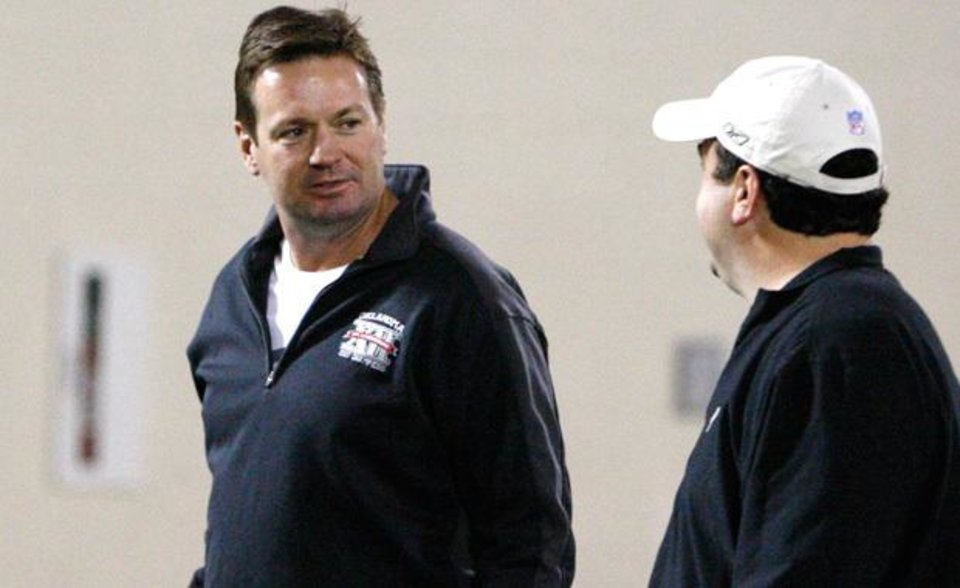 Oklahoma head coach Bob Stoops, left, talks with Paul Guenther, left, of the Cincinnati Bengals  at Oklahoma's Pro Day footbal workout in Norman, Okla., Tuesday, March 8, 2011.  (AP Photo/Sue Ogrocki)