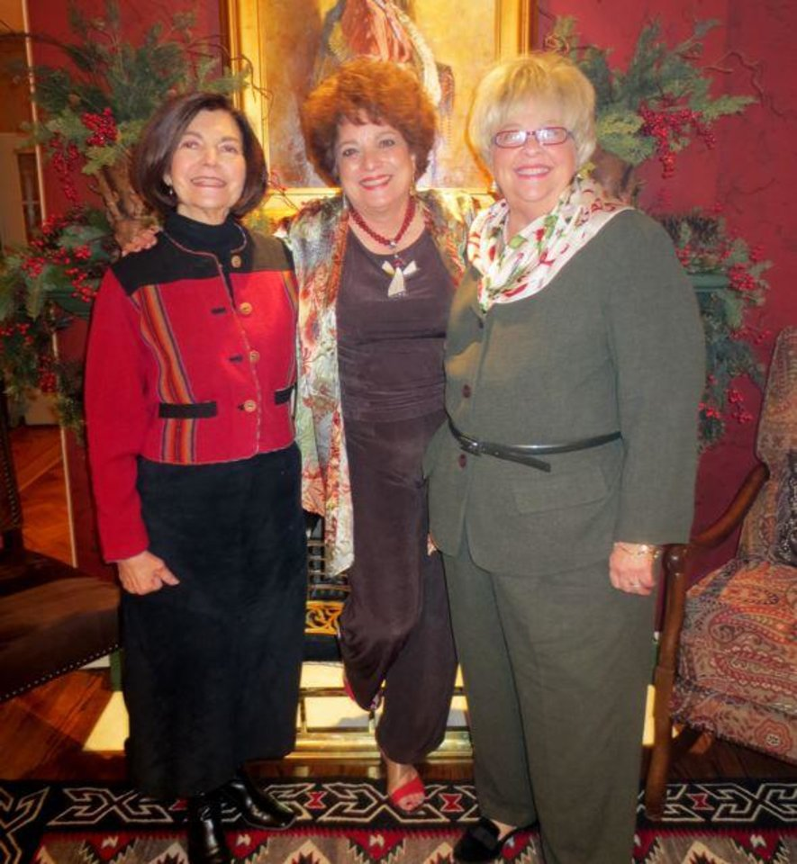 Hostess Sue Ann Hyde, center, welcomes Harolyn Enis and Carole Sue Taylor. (Photo by Helen Ford Wallace).