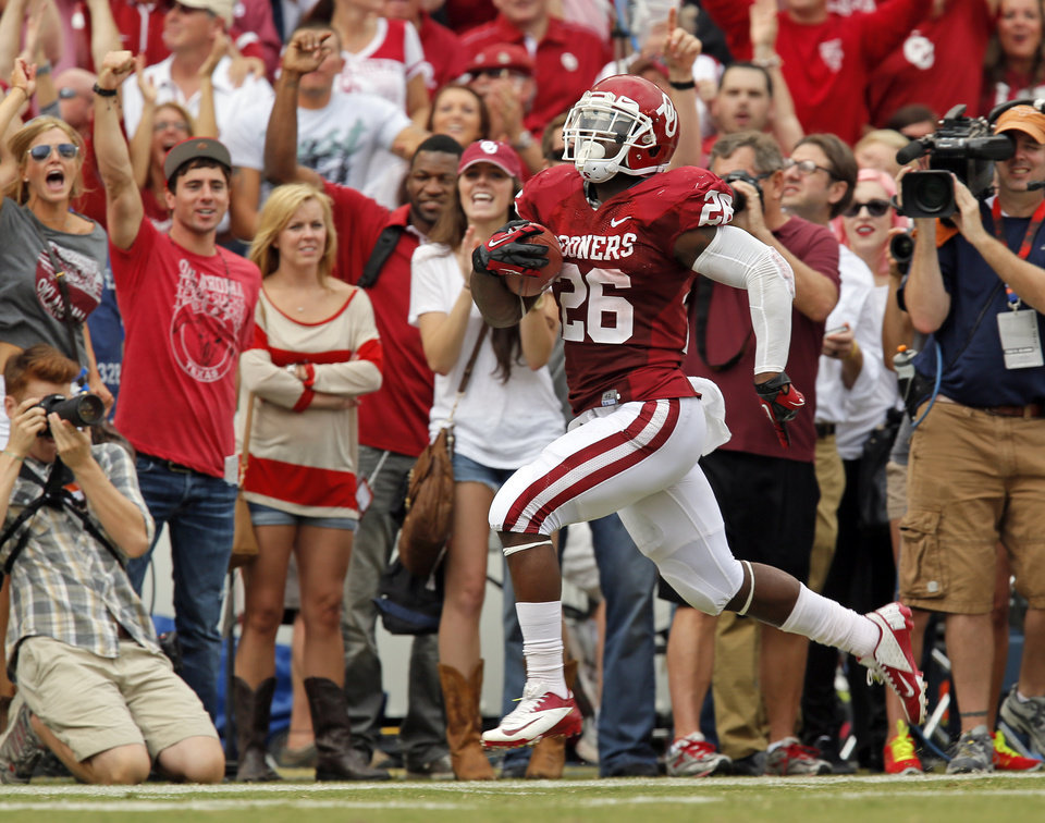 OU\'s Damien Williams (26) carries the ball 95 yards for a touchdown in the first quarter during the Red River Rivalry college football game between the University of Oklahoma (OU) and the University of Texas (UT) at the Cotton Bowl in Dallas, Saturday, Oct. 13, 2012. OU won, 63-21. Photo by Nate Billings, The Oklahoman