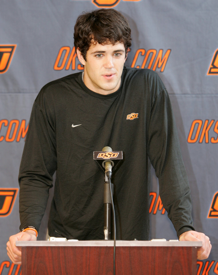Photo - OSU / COLLEGE FOOTBALL: Oklahoma State University quarterback Zac Robinson talks about the upcoming Holiday Bowl football game with the Oregon Ducks during a media luncheon in Stillwater , Okla. December 17, 2008.  BY STEVE GOOCH, THE  OKLAHOMAN. ORG XMIT: KOD