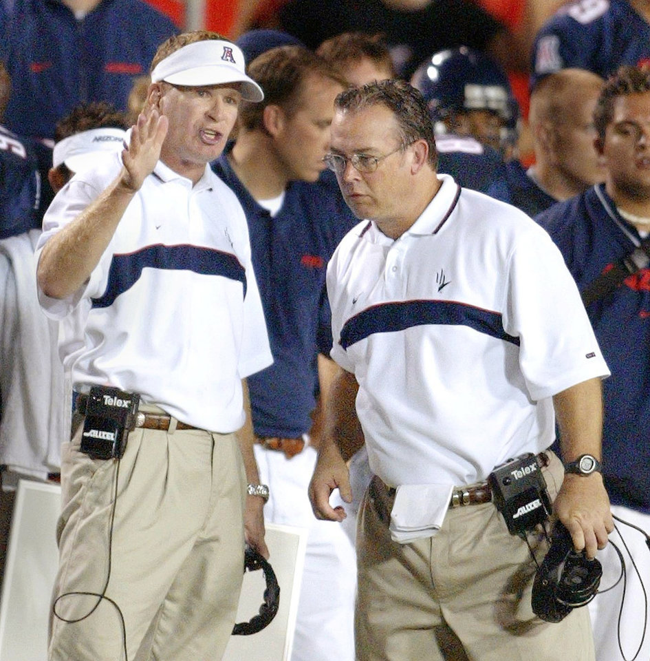 Mark Stoops served as defensive coordinator at Arizona before accepting the same position at Florida State.  Photo by Mike Rynearson, ARIZONA REPUBLIC