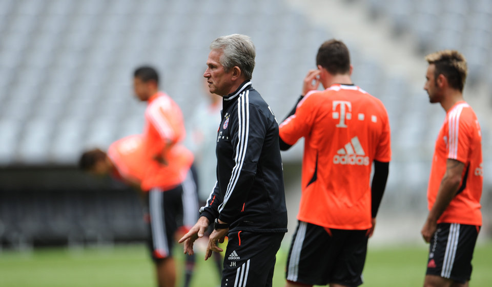 Photo - Munich's head coach Jupp Heynckes watches the Bayern Munich squad at a training session in Munich, Germany, Tuesday May 14, 2013.Bayern Munich will face German club of  Borussia Dortmund in a Champions League final match in London on May 25, 2013. (AP photo/dpa,Andreas Gebert)