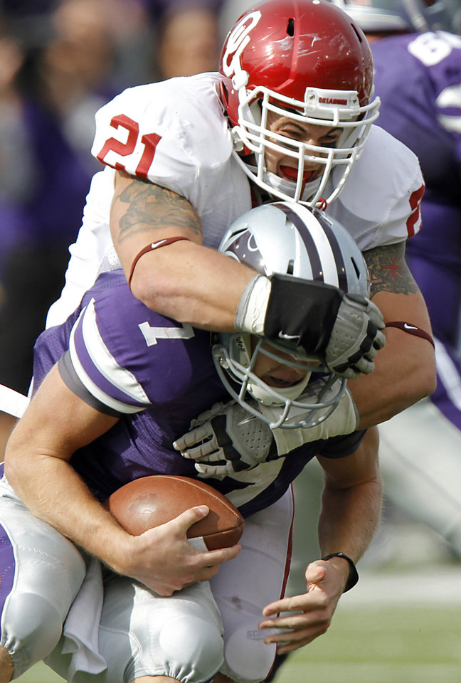 Oklahoma Sooners\' Tom Wort (21) sacks Kansas State Wildcats\' Collin Klein (7) during the college football game between the University of Oklahoma Sooners (OU) and the Kansas State University Wildcats (KSU) at Bill Snyder Family Stadium on Saturday, Oct. 29, 2011. in Manhattan, Kan. Photo by Chris Landsberger, The Oklahoman ORG XMIT: KOD