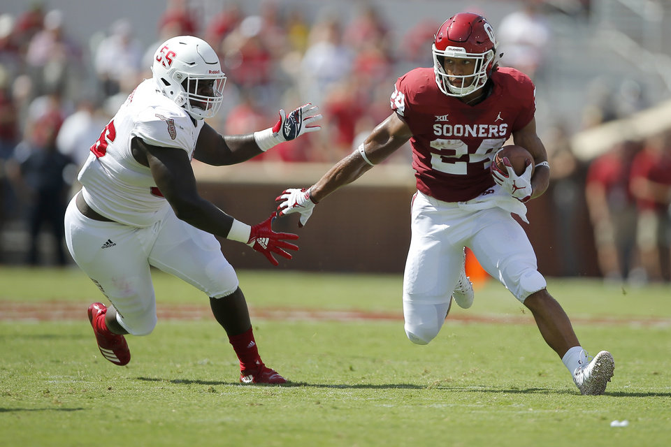 Photo -  OU running back Rodney Anderson runs past a Florida Atlantic defender during a Sept. 1 game at Gaylord Family-Oklahoma Memorial Stadium in Norman. [PHOTO BY BRYAN TERRY, THE OKLAHOMAN]