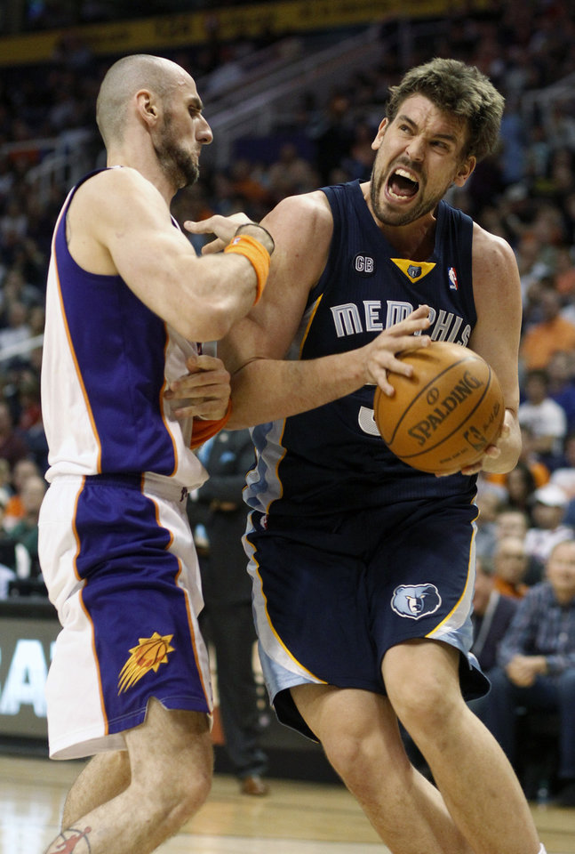 Photo -   Memphis Grizzlies center Marc Gasol, right, of Spain, collides with Phoenix Suns center Marcin Gortat, left, of Poland, in the first quarter of an NBA basketball game, Saturday, March 10, 20112, in Phoenix. (AP Photo/Paul Connors)