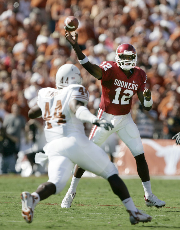 Photo - Oklahoma quarterback Paul Thompson (12) passes over Texas defender Rashad Bobino (44) in the first half during the University of Oklahoma Sooners (OU) college football game against the University of Texas (UT), in the Red River Shootout at the Cotton Bowl, on Saturday, Oct. 7, 2006, in Dallas, Tex.     by Bryan Terry, The Oklahoman  ORG XMIT: KOD
