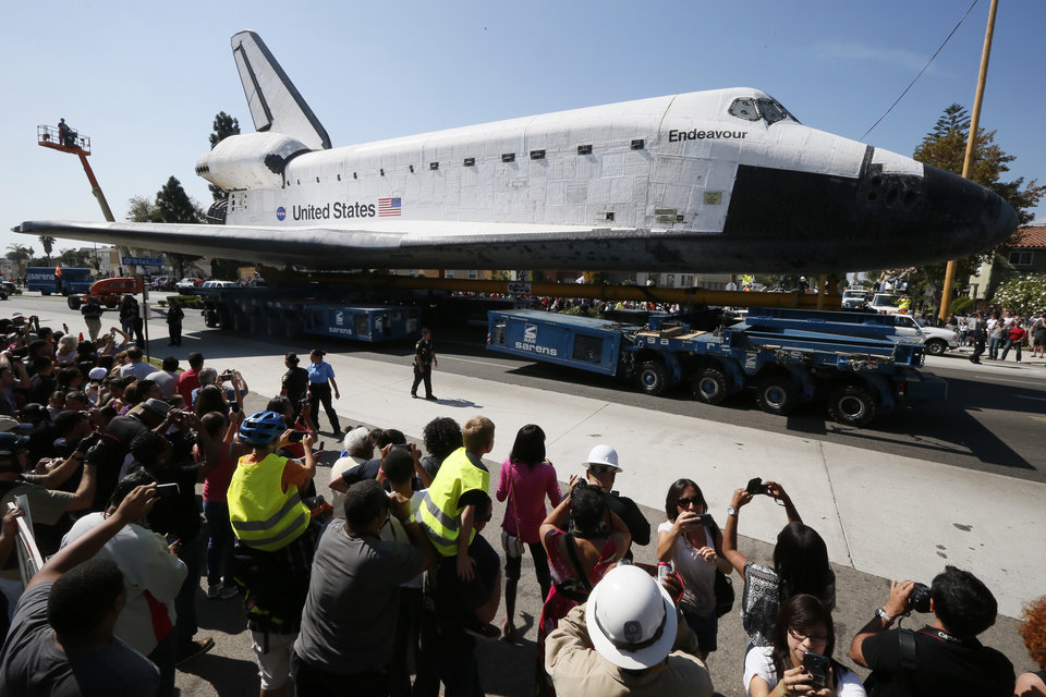 Photo -   The space shuttle Endeavour is moved to the California Science Center in Los Angeles on Saturday, Oct. 13, 2012. (AP Photo/Lucy Nicholson, Pool)