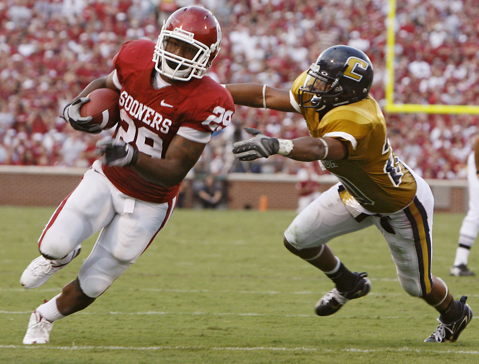 Photo - Oklahoma's Chris Brown (29) turns the corner past Chattanooga's Tony Swafford (20) for a touchdown during the first half of the college football game between the University of Oklahoma Sooners (OU) and University of Tennessee-Chattanooga Mocs (UTC) at the Gaylord Family -- Oklahoma Memorial Stadium on Saturday, Aug. 30, 2008, in Norman, Okla.   Staff Photo by Sarah Phipps/The Oklahoman ORG XMIT: KOD