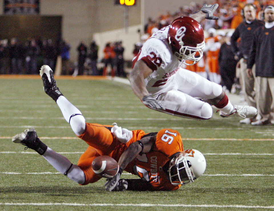 Oklahoma State's Perish Cox (16) breaks up a pass for Oklahoma's Chris Brown (29) during the second half of the college football game between the University of Oklahoma Sooners (OU) and Oklahoma State University Cowboys (OSU) at Boone Pickens Stadium on Saturday, Nov. 29, 2008, in Stillwater, Okla. STAFF PHOTO BY CHRIS LANDSBERGER