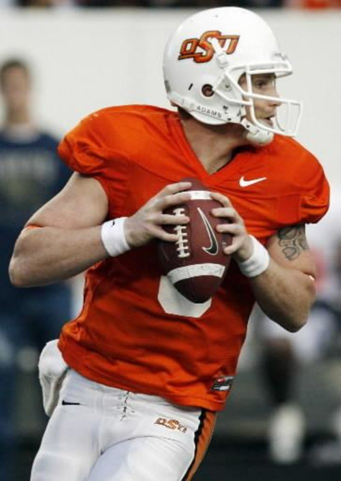 Photo - OSU's  Alex  Cate (3) looks to pass during the Orange and White spring football game for the Oklahoma State University Cowboys at Boone Pickens Stadium in Stillwater, Okla., Saturday, April 18, 2009. The Orange team won, 20-15. Photo by Nate Billings