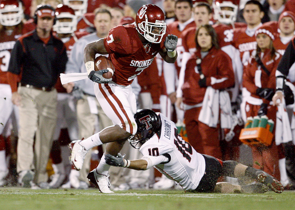 Photo - OU's DeMarco Murray runs past Daniel Charbonnet of Texas Tech during the college football game between the University of Oklahoma Sooners and Texas Tech University at Gaylord Family -- Oklahoma Memorial Stadium in Norman, Okla., Saturday, Nov. 22, 2008. BY BRYAN TERRY, THE OKLAHOMAN