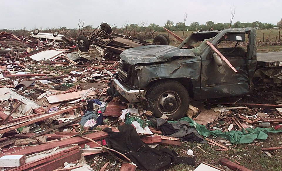 MAY 3, 1999 TORNADO: TORNADO DAMAGE: CARS LITTER THE LANDSCAPE AFTER A TORNADO GOES THREW A NEIGHBORHOOD NEAR 12TH STREET AND SANTA FE IN MOORE, OK.
