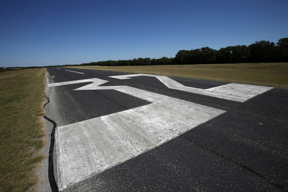 Lake Murray State Park Airport in Ardmore is shown.