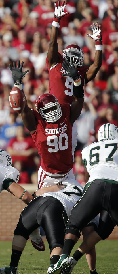 Photo - Oklahoma's David King (90) and Gabe Lynn (9) try to block a kick during the college football game between the University of Oklahoma Sooners (OU) and Baylor University Bears (BU) at Gaylord Family - Oklahoma Memorial Stadium on Saturday, Nov. 10, 2012, in Norman, Okla.  Photo by Chris Landsberger, The Oklahoman