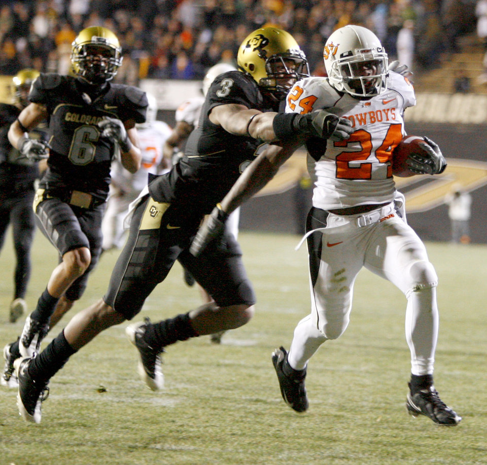 Photo - OSU's Kendall Hunter runs past Colorado's Jimmy Smith on his way to a touchdown during during the college football game between Oklahoma State University and the University of Colorado at Folsom Field in Boulder, Colo., Saturday, Nov. 15, 2008. BY BRYAN TERRY, THE OKLAHOMAN
