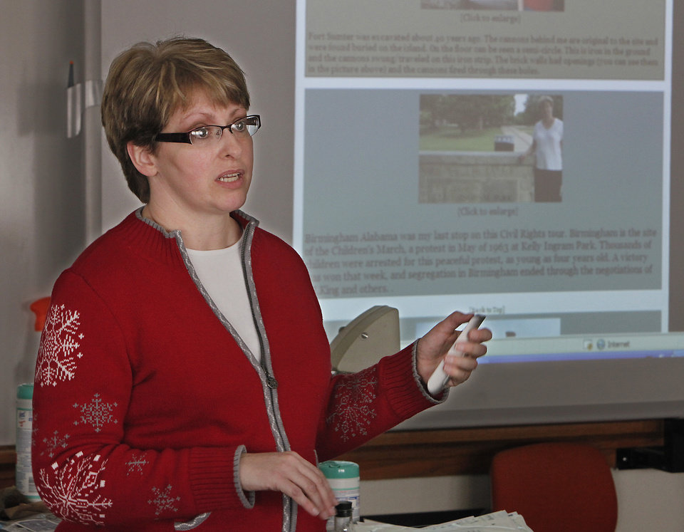 Photo - TEACHER: Maurisa Pruett teaches her civil rights enrichment class at Ponca City East Middle School, Friday, February 26, 2010. Photo by David McDaniel, The Oklahoman ORG XMIT: KOD