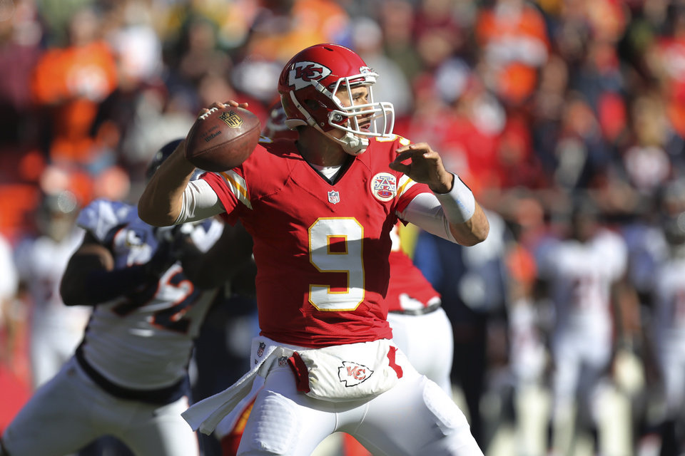 Photo -   Kansas City Chiefs quarterback Brady Quinn (9) passes to a teammate during the first half of an NFL football game against the Denver Broncos at Arrowhead Stadium in Kansas City, Mo., Sunday, Nov. 25, 2012. (AP Photo/Ed Zurga)
