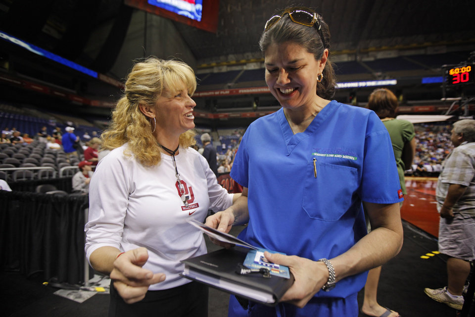 Photo - OU / WOMEN'S COLLEGE BASKETBALL / WOMEN'S NCAA TOURNAMENT / DOCTOR: OU coach Sherri Coale, left, talks with  Dr. Tamara Rogers after practice for the Final Four of the NCAA women's  basketball tournament at the Alamodome in San Antonio, Texas., on Saturday, April 3, 2010.  The University of Oklahoma will play Stanford on Sunday, April 4, 2010.  Photo by Bryan Terry, The Oklahoman ORG XMIT: KOD