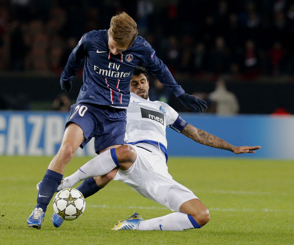 Paris Saint Germain's Clement Chantome, left, vies for the ball with FC Porto's Lucho Gonzalez during their Champions League group A soccer match at Parc des Princes Stadium, in Paris, Tuesday, Dec. 4, 2012. (AP Photo/ Jacques Brinon)