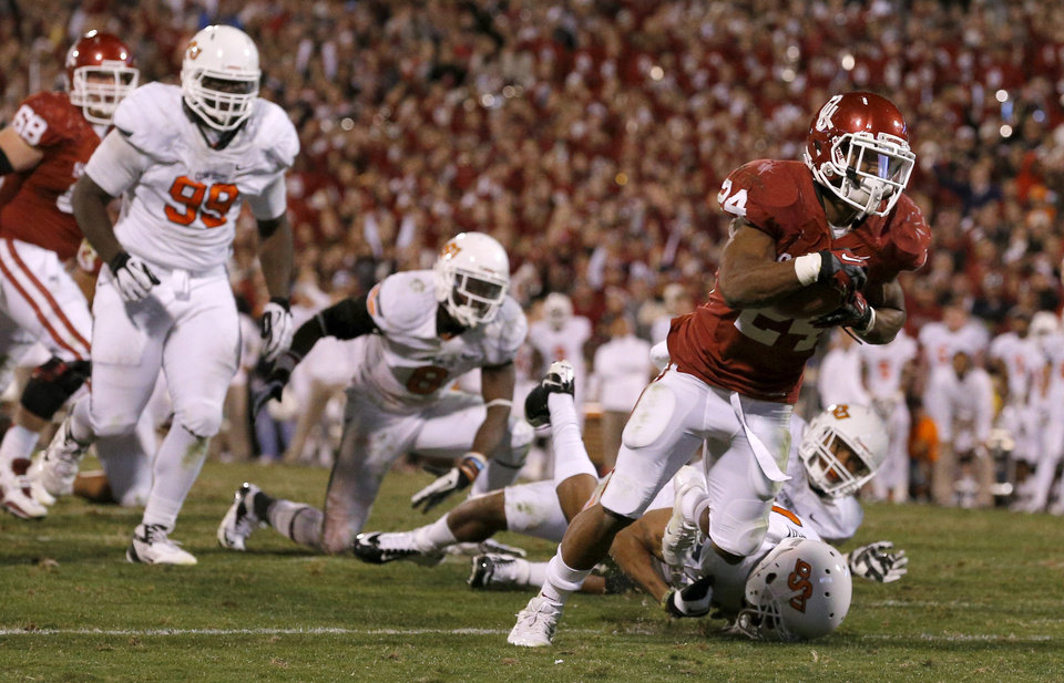 Oklahoma\'s Brennan Clay (24) scores the game-winning touchdown during the Bedlam college football game between the University of Oklahoma Sooners (OU) and the Oklahoma State University Cowboys (OSU) at Gaylord Family-Oklahoma Memorial Stadium in Norman, Okla., Saturday, Nov. 24, 2012. Oklahoma won 51-48. Photo by Bryan Terry, The Oklahoman