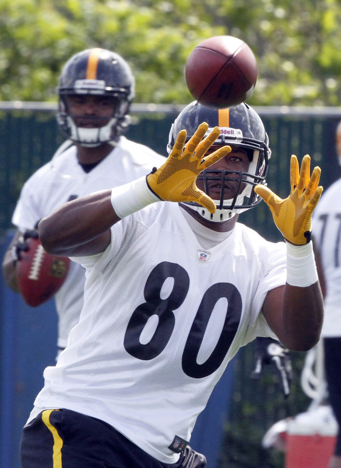 Photo -   Pittsburgh Steelers tight end Jamie McCoy (80) catches a pass during a drill as quarterback Byron Leftwich, left, works from the other side of the field on the first day of NFL football practice at the team's training facility on Tuesday, May 22, 2012 in Pittsburgh. (AP Photo/Keith Srakocic)
