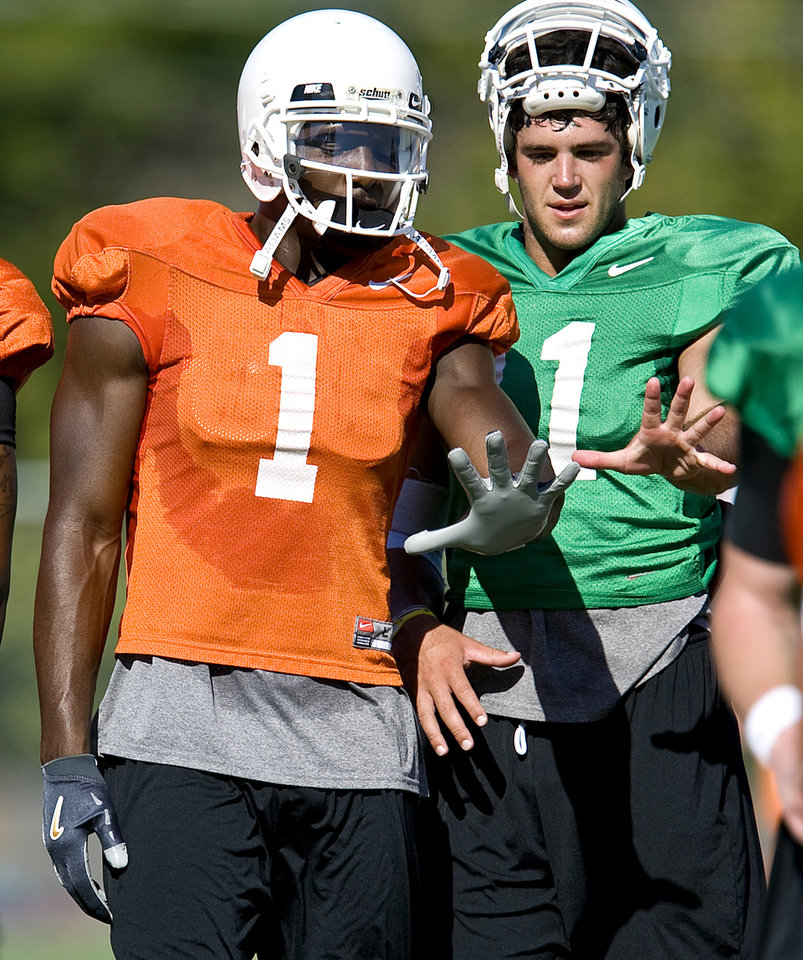 Photo - OKLAHOMA STATE UNIVERSITY / COLLEGE FOOTBALL: Oklahoma State's Dez Bryant, left, and Zac Robinson talk during an OSU football practice in Stillwater, Okla, Friday, August 7, 2009. Photo by Bryan Terry, The Oklahoman ORG XMIT: KOD