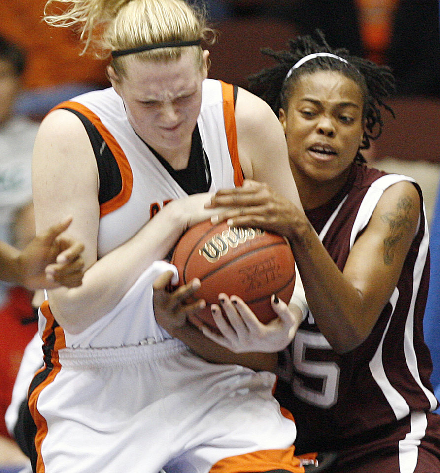 Photo - WOMEN'S COLLEGE BASKETBALL, BIG 12 TOURNAMENT: Oklahoma State's Megan Byford (33) and Texas A&M's Danielle Gant (55) fight for the ball during the first half of the Big 12 Women's Basketball Championship game between Oklahoma State University (OSU) and Texas A&M University at Municipal Arena on Saturday, March 15, 2008, in Kansas City, Mo.    BY CHRIS LANDSBERGER, THE OKLAHOMAN ORG XMIT: KOD