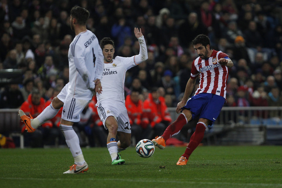 Photo - Atletico's Raul Garcia in action with Real's Isco during a semi final, 2nd leg, Copa del Rey soccer derby match between Real Madrid and Atletico Madrid at the Vicente Calderon Stadium in Madrid, Tuesday Feb. 11 , 2014.  (AP Photo/Gabriel Pecot)