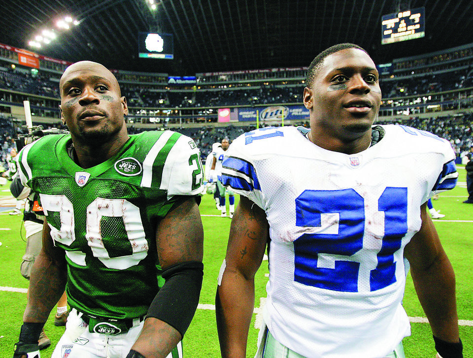 Photo - New York Jets running back Thomas Jones, left, and his brother, Dallas Cowboys running back Julius Jones walk off the field after an NFL football game, Thursday, Nov. 22, 2007, in Irving, Texas. (AP Photo/Tony Gutierrez)