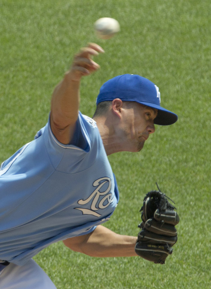 Photo -   Kansas City Royals starting pitcher Jeremy Guthrie delivers to Minnesota Twins' Denard Span during the first inning of a baseball game at Kauffman Stadium in Kansas City, Mo., Sunday, July 22, 2012. (AP Photo/Orlin Wagner)