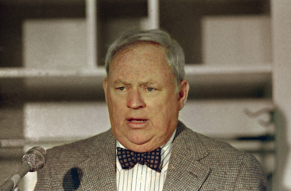 Photo - FILE - This is a 1987 file photo showing New York Mets general manager Frank Cashen. The Mets say Cashen has died. He was 88. The team says Cashen died Monday, June 30, 2014,  at a hospital in Easton, Maryland. (AP Photo, File)